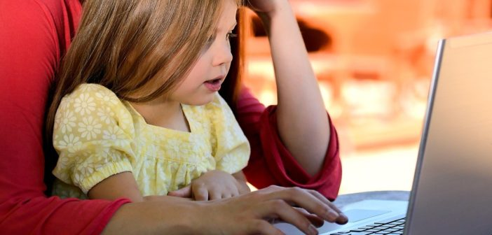 Covid-19: Le gouvernement demande des ordinateurs aux entreprises pour l'Aide sociale à l'enfance